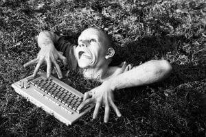 zombie_on_computuer_w1024 (1)